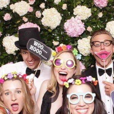 We Chain – Vos photos de mariage projetées en live !